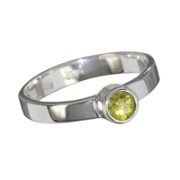 Design Ring with faceted Peridot, Size 57
