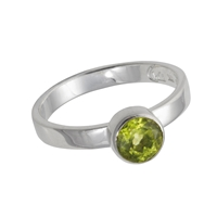 Design Ring with faceted Peridot, size 59