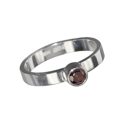 Ring Garnet (4mm) facetted, size 53
