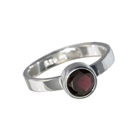 Design Ring with faceted Garnet, size 59