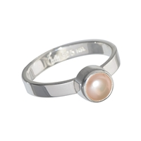 Design Ring with a salmon coloured Pearl, size 61