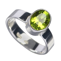Design Ring Peridot oval, faceted, Size 59