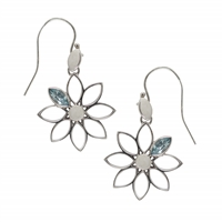 "Earhooks ""Flower"" Topaz blue, 4,3cm, rhodium plated"